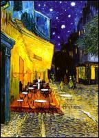 Taras kawiarni w nocy